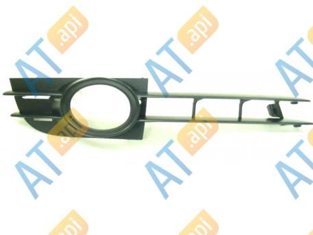 Решетка в бампер (правая) PAD99033CAR