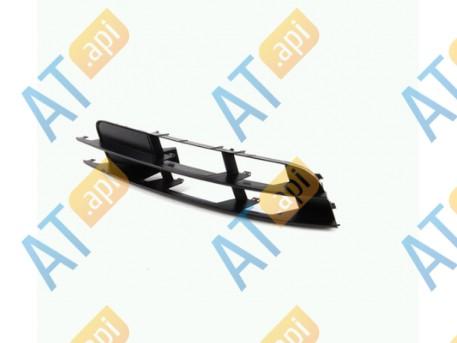 Решетка в бампер (правая) PAD99040CAR