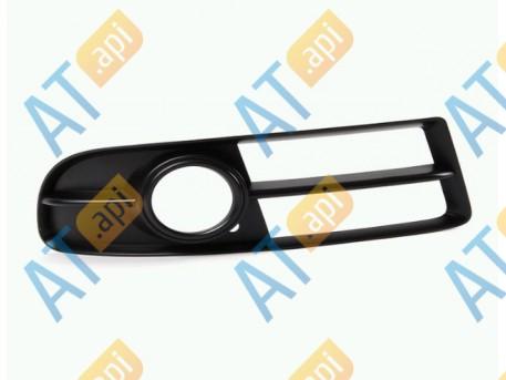Решётка в бампер (правая) PAD99138CAR