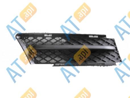 Решетка в бампер (правая) PBM07027GAR