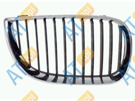 Решетка радиатора (правая) PBM07028GAR