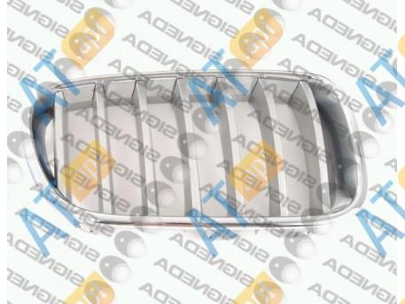 Решетка радиатора (правая) PBM07068GCR