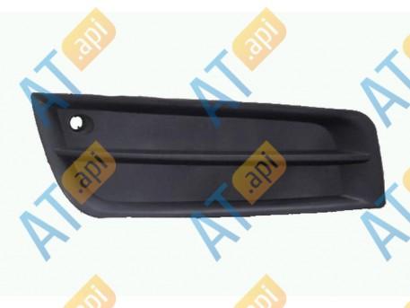 Заглушка бампера (правая) PCV99204CAR